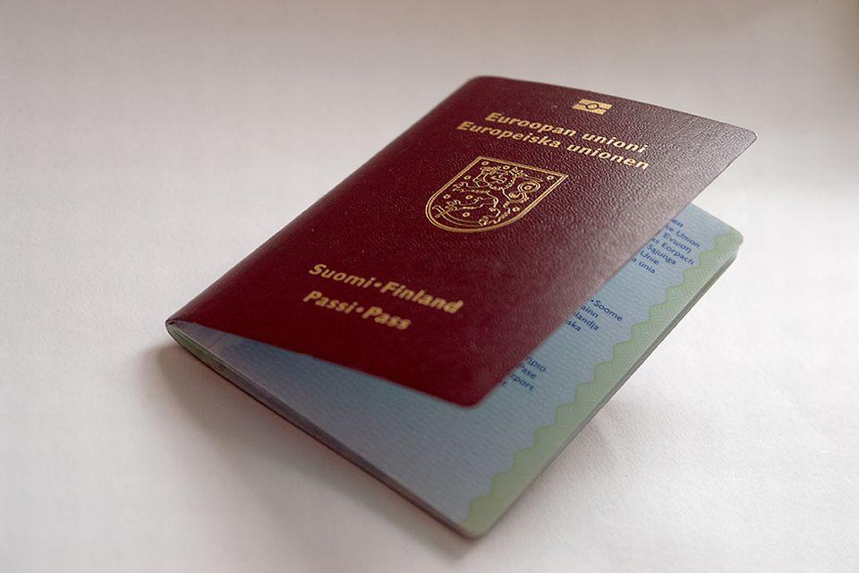 Syöpä ja matkustus, matkustajavakuutus Matkasairaus, olemassa oleva sairaus, konsulikyyti, Suomen passi